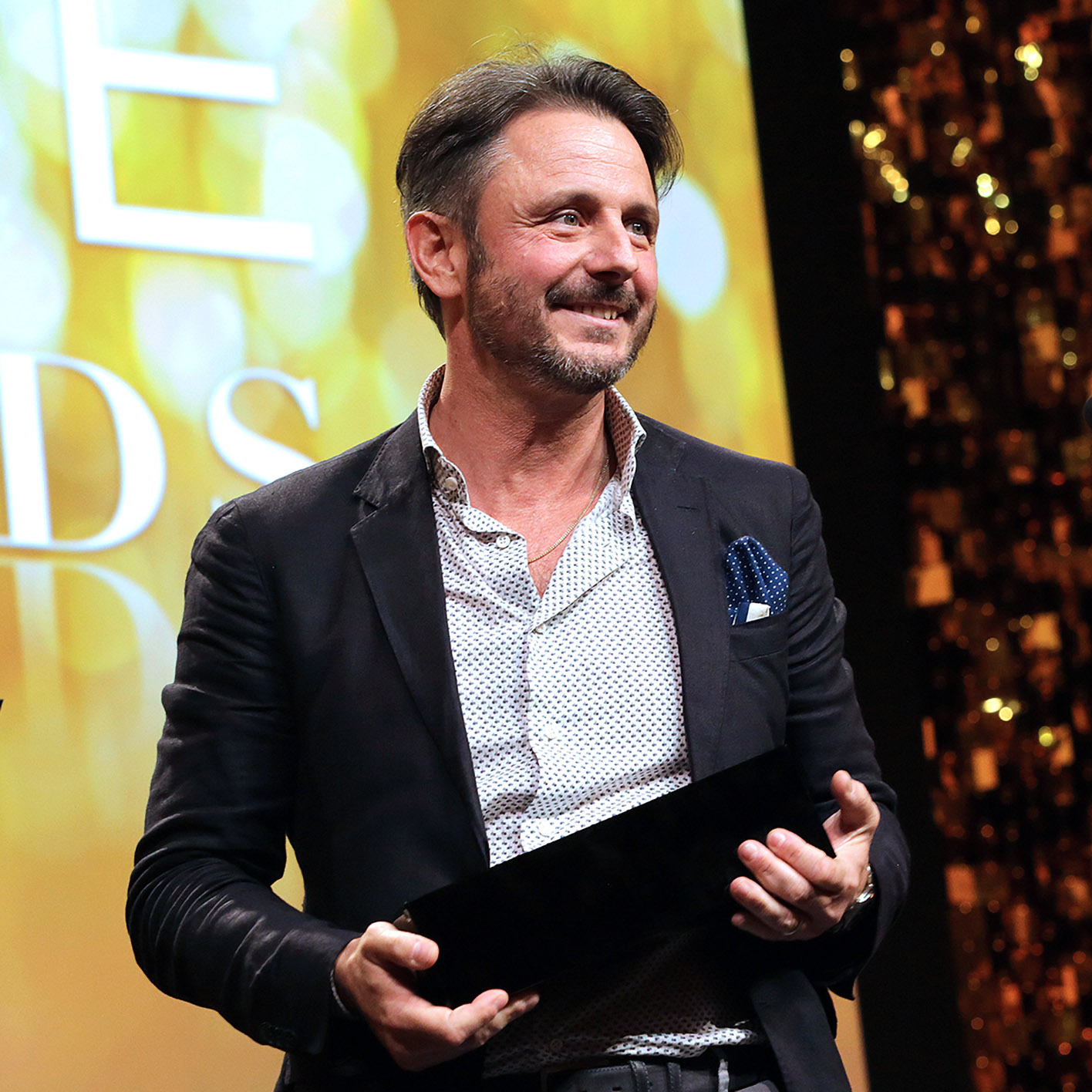 Massimo Gismondi ritira il premio People's Choice Award 2019, sul palco di Las Vegas.