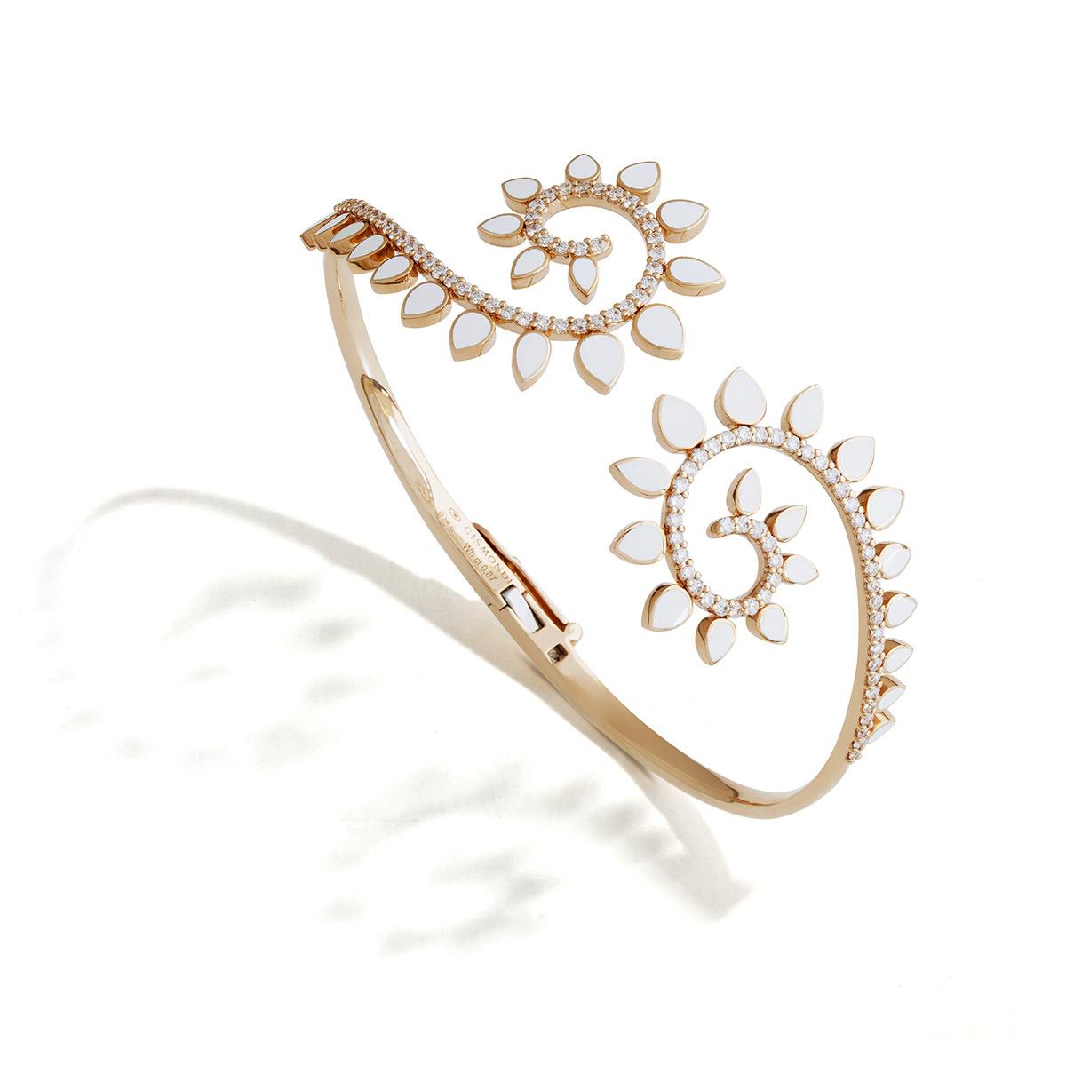 Bracciale in oro rosa, ceramica bianca e diamanti.