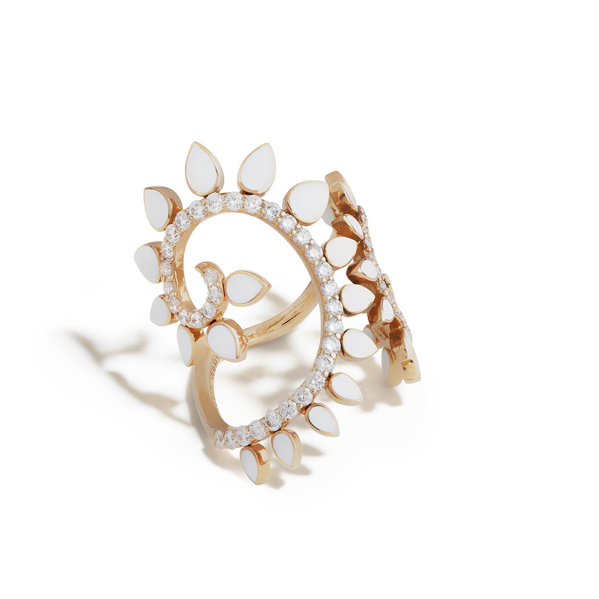 Anello in oro rosa, ceramica bianca e diamanti.